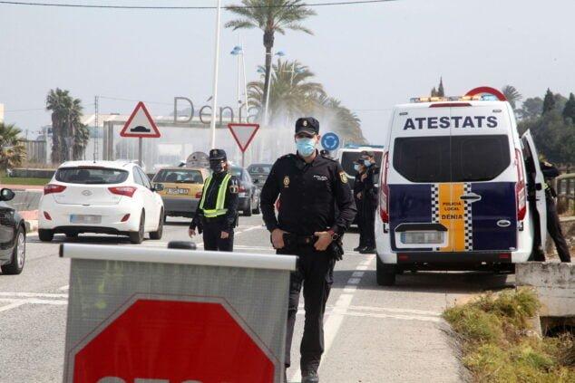 Imagen: Control de policía en Semana Santa en la entrada de Dénia