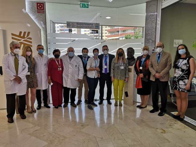 Imagen: Dirección HCB junto equipo evaluadores JCI