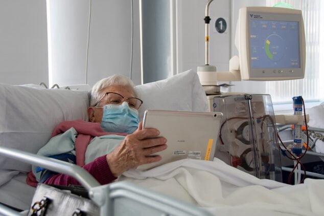 Imagen: tablets-pacientes-hospital-de-denia