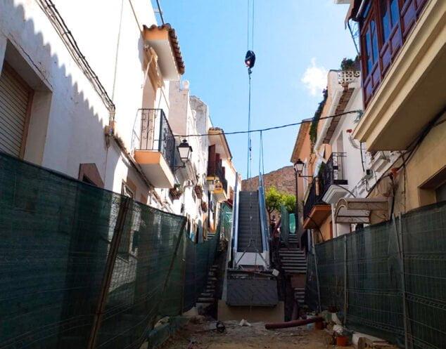 Imagen: Instalación escaleras mecánicas Calp