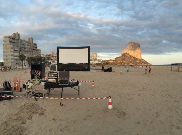 Imagen: Cine en playa Bol