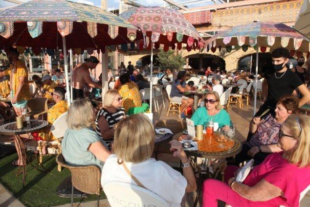 Imagen: Ambiente en las terrazas de hostelería de Xàbia