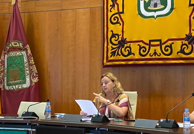 Imagen: Ana Sala, alcaldesa de Calp, durante una rueda de prensa